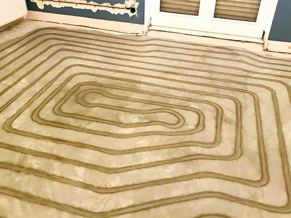 Fußbodenheizung mit dem Frässystem