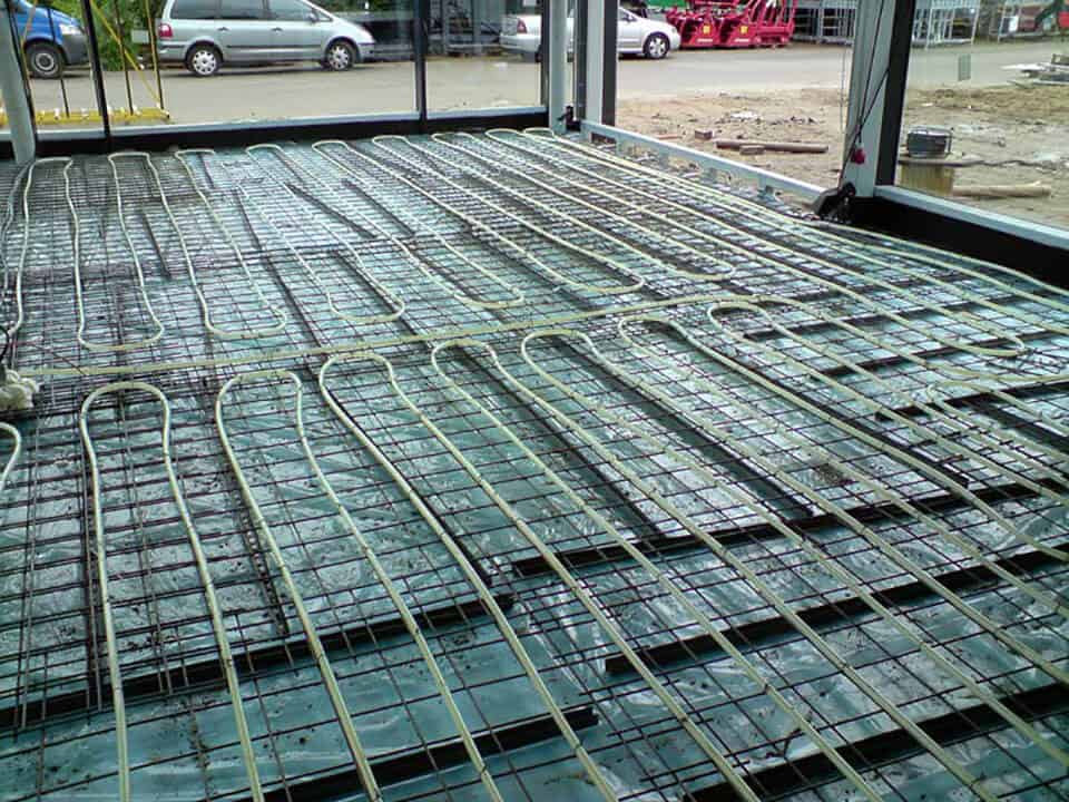 Fußbodenheizung mit dem traditionellem Trägermattensystem.